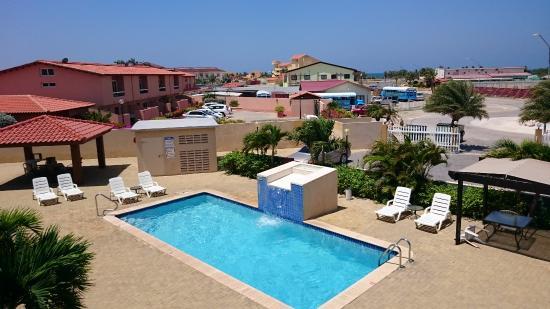 Aruba Breeze Condominium: Piscina