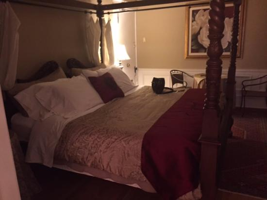 Park Place Bed & Breakfast: Queen Anne Suite