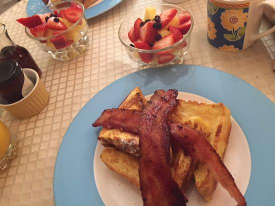 Park Place Bed & Breakfast: Stuffed French Toast & Bacon