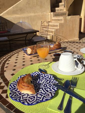 Riad 53 : Breakfast - fruit and yogurt to come!