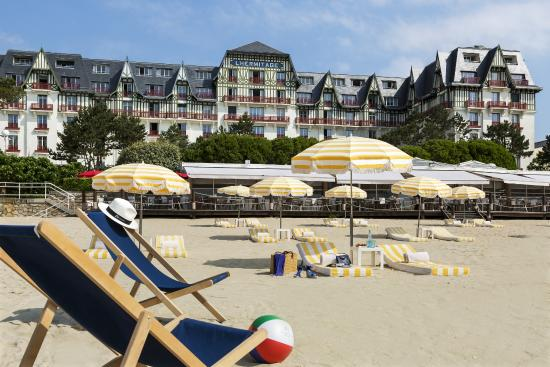 B timent plage picture of hotel barriere l 39 hermitage for Hotels la baule