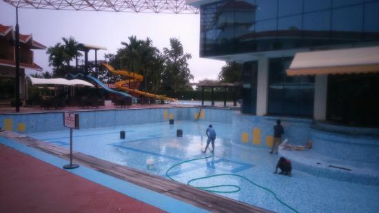 pegatina saber clase  Clarks exotica resorts bangalore - Picture of Clarks Exotica Convention  Resort & Spa, Bengaluru - Tripadvisor