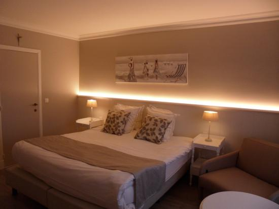 Grand lit romantique photo de ara dune hotel de panne for Hotel romantique belgique