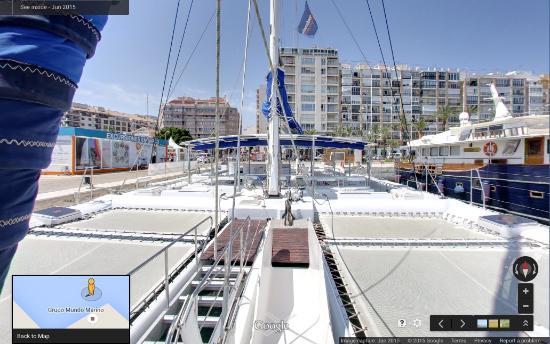 Denia, Spanje: Catamarán Mundo Marino visto desde proa