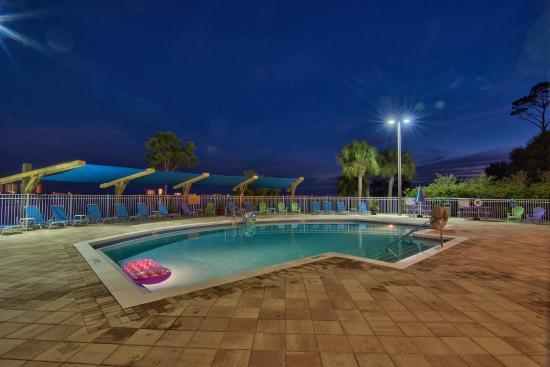 Santa Rosa RV Resort: Pool at night
