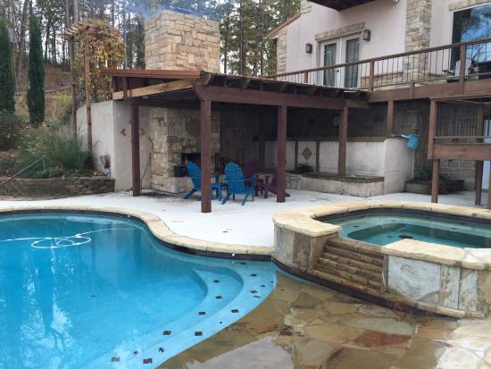 Lago Vista Bed and Breakfast: Hot Tub, Pool and Outdoor Fireplace