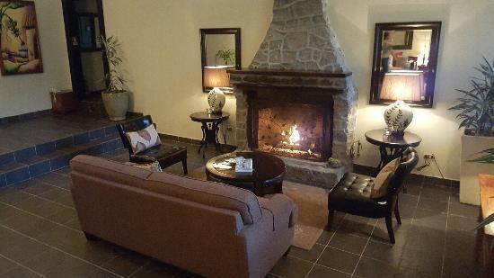 The Riverside Inn Boquete: Livu=ing room