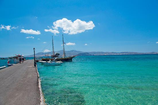 The picturesque port of Agia Anna where sailing cruises depart during the peak season.