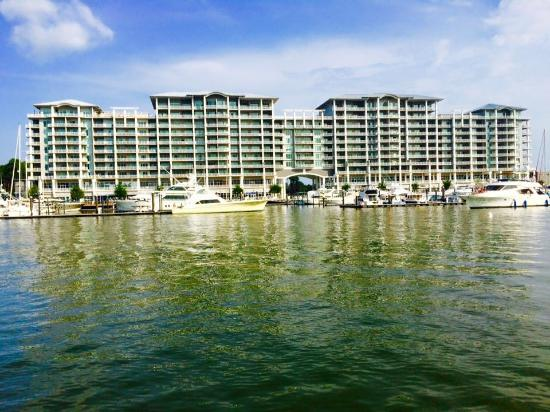 Wharf Ferris Wheel Condo At The