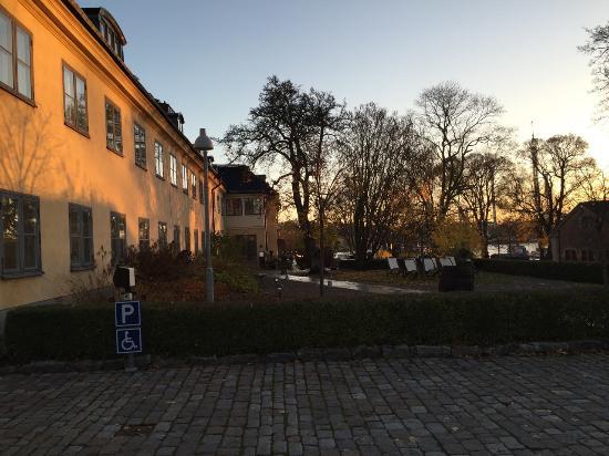 Hotel Skeppsholmen: Langs bygning