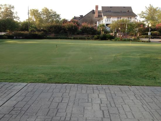 Koasati Pines at the Coushatta Casino Resort: Practice putting green