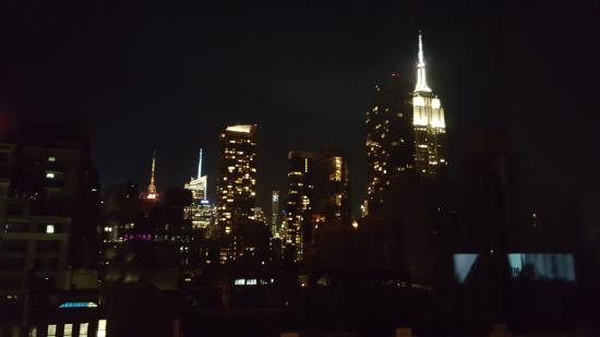 Hilton New York Fashion District: View of the Empire State Building from the room at night