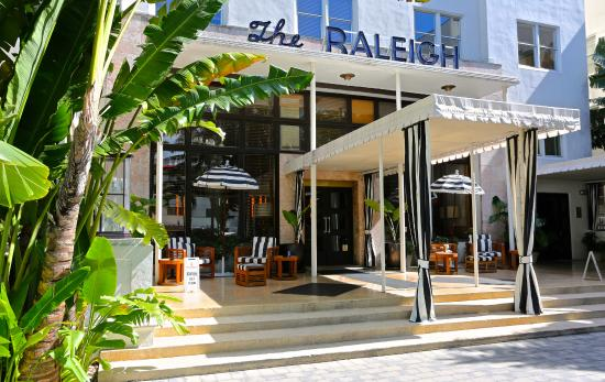 The Raleigh Miami Beach Hotel Main Entrance