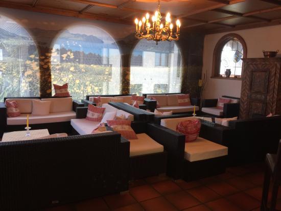 Seelisberg, Schweiz: Lovely sitting area in lobby (where you can get wifi)