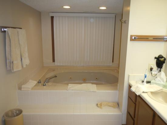 Fairway Forest: Master bath - large jacuzzi style