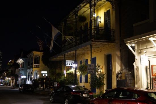 Andrew Jackson Hotel: Hotel (street side)