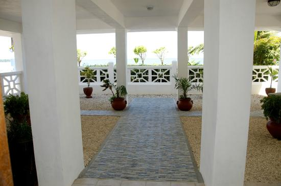 Punta Gorda, Belize: front ground floor look out over the sea