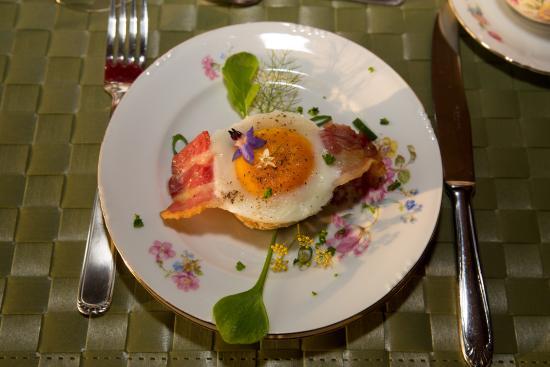 B&B 't Lof Der Kruiden: Lovely egg with bacon