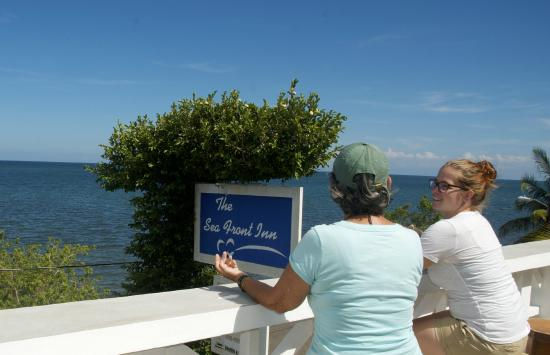 Punta Gorda, Belize: Boneville Cafe Veranda