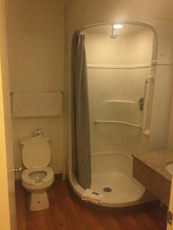 Motel 6 Austin South Airport Bathroom
