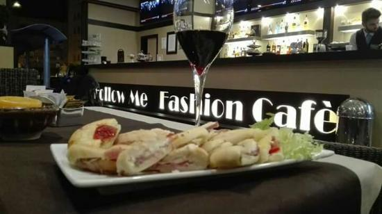 Follow Me Fashion Cafe
