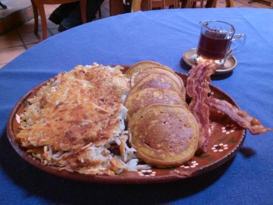 Algodones, Nuevo Mexico: Pumpkin pecan pancakes. Breakfast cook to perfection!