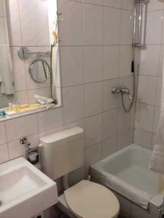 Actual Bathroom And Shower Picture Of Kastens Hotel