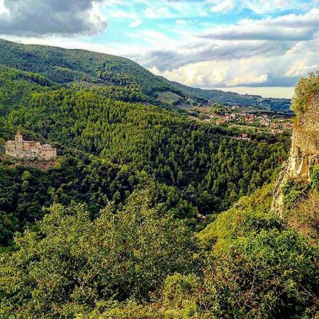 """Abbazia di san Casciano: Dalle """"Balze precipitose"""" sulle Gole del fiume """"Nar"""" (Nera) di Narni."""
