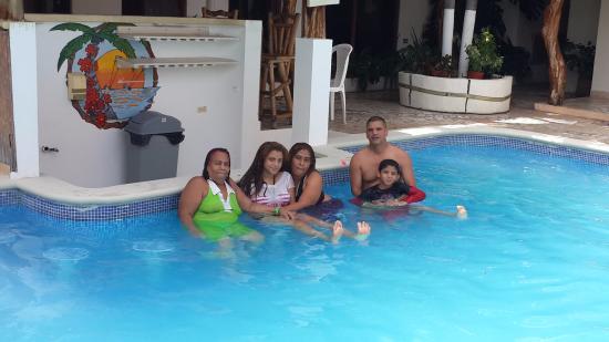 Hotel Punta Chame Villas : Mi familia disfrutando de la piscina.