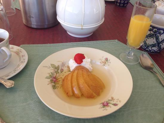 Mad River Inn: Breakfast course # 2: poached pears with maple sauce