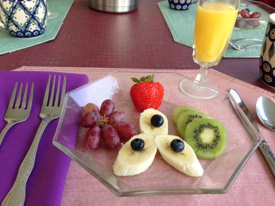 Mad River Inn: Breakfast course # 2 : fresh fruit
