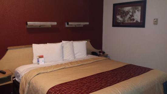 cama grande e confort vel red roof inn syracuse. Black Bedroom Furniture Sets. Home Design Ideas