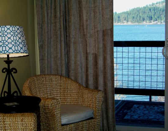 Harrison, ID: Seating area, lake view, Room 5