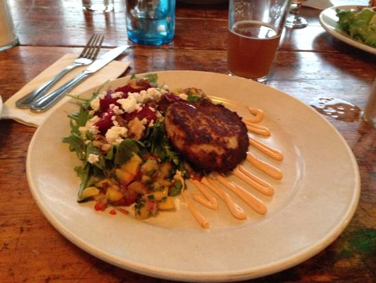 Big Picture Theater and Cafe: Salad and crab cake