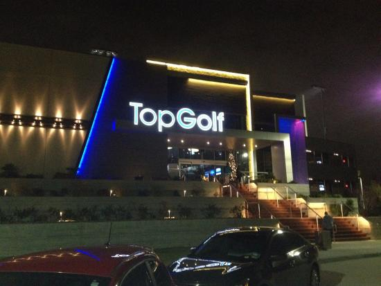 Topgolf Houston - Katy: Fachada do TopGolf