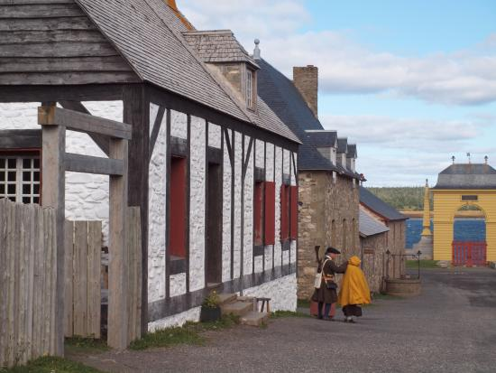 Louisbourg, Canada: Authentic costumes
