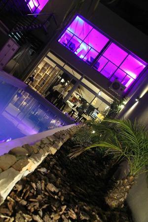 Gran Hotel Flores: Vista de los Restaurants desde la piscina