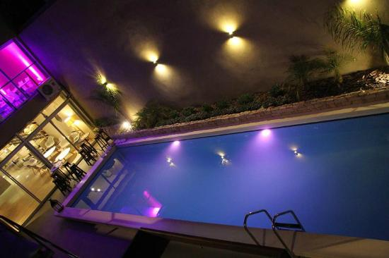 Gran Hotel Flores: Piscina