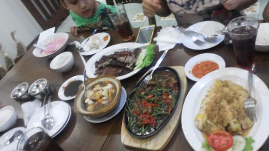 Itik Emas Family Restaurant