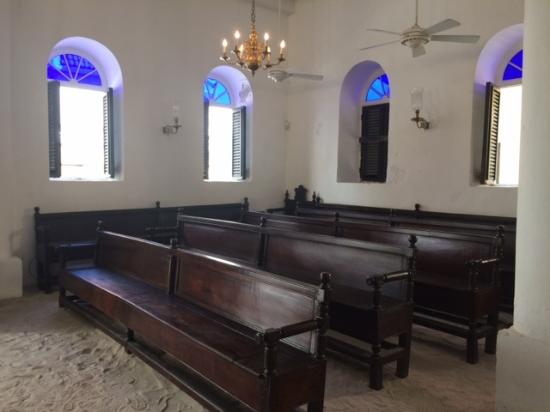Jewish Cultural Historical Museum : Inside the synagogue. Note the sand floors!