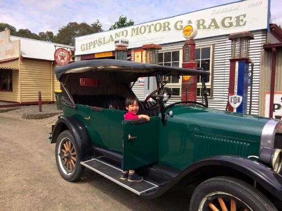 Old Gippstown - Gippsland's Heritage Park: free ride!