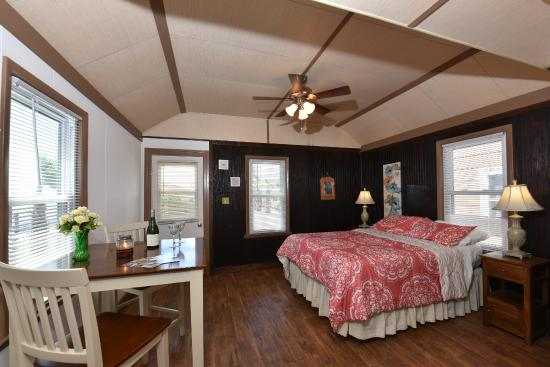 Snug harbor marina and cottages updated 2018 motel for Cabins near assateague island