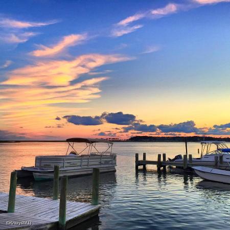 Snug Harbor Marina Boat Rentals: Snug Harbor Boat Tours