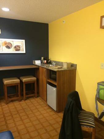 Microtel Inn & Suites by Wyndham Dickson City/Scranton: trendy decor which is inviting & modern