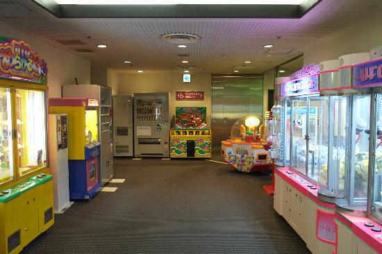 """Resort Pia Hakone: Family """"arcade"""" in basement of main building"""