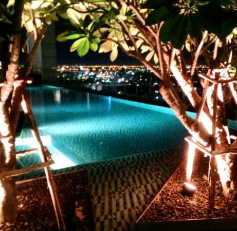 Richmond - the Stylish Convention Hotel : สระว่ายน้ำ