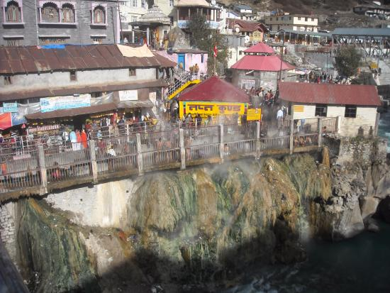 Badrinath, India: TAPT KUND AYON 1