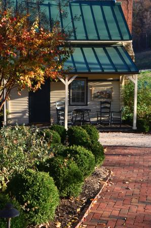 The Inn at Mount Vernon Farm: The Temperance Cottage...adorable lodging!