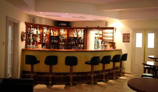 Moselromantik Hotel Kessler-Meyer: Nice bar...