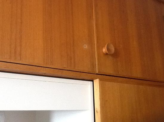 The Marquis Hotel Motel: Missing cupboard handles